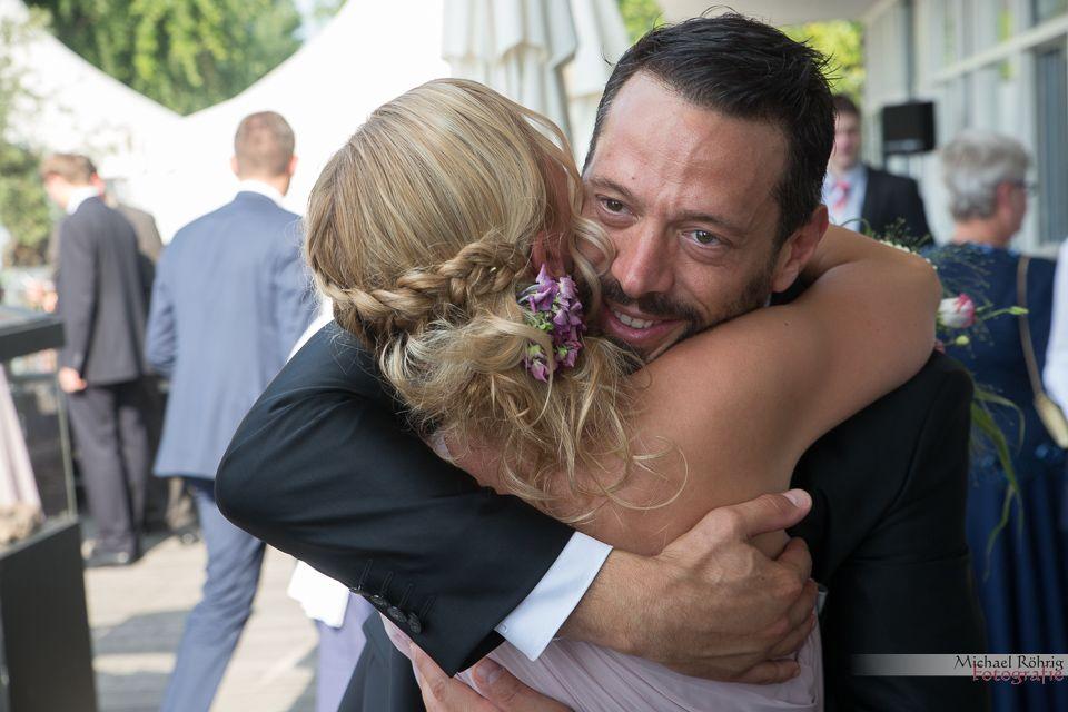 Michael Röhrig Hochzeitsfotograf - Glückwünsche und Umarmungen