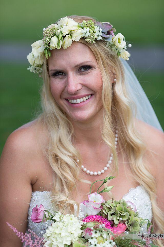 Michael Röhrig Hochzeitsfotograf - wunderschöne Braut mit Blumenkranz im Haar