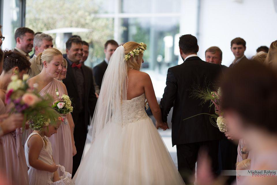 Michael Röhrig Hochzeitsfotograf - Das Brautpaar zieht aus.