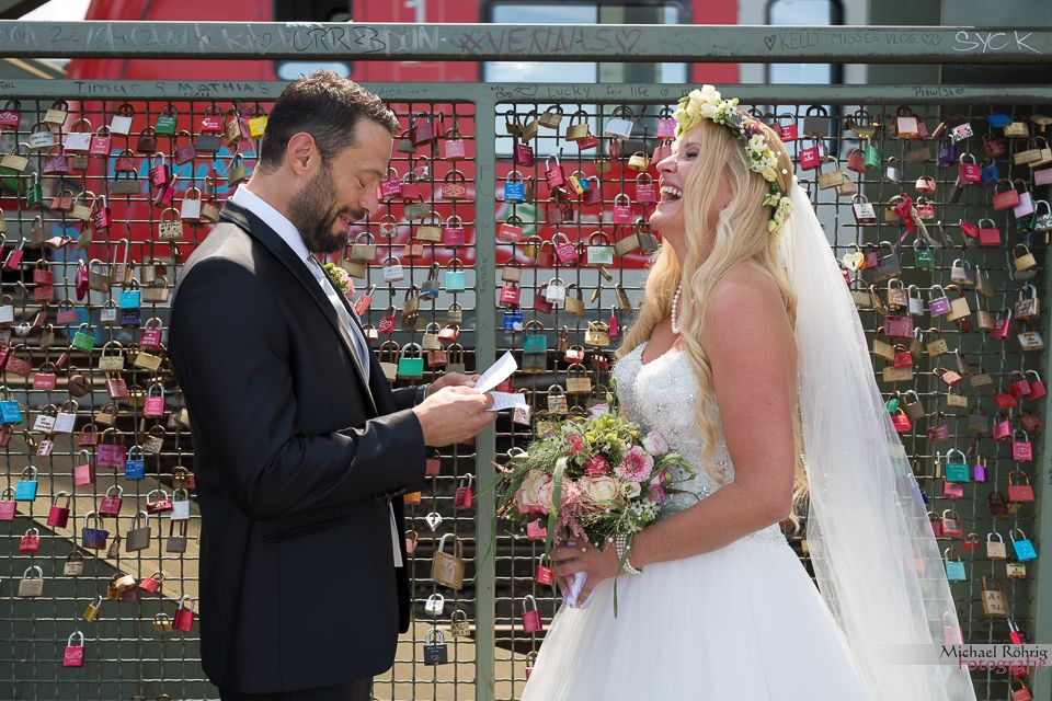 Michael Röhrig Hochzeitsfotograf - Brautpaar mit Liebesschloss