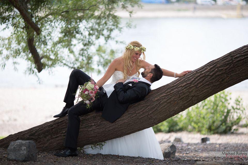 Michael Röhrig Hochzeitsfotograf - Brautpaarshooting romantisch am Rheinufer