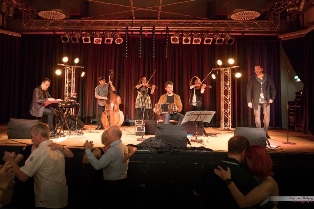 Das Tango-Orchester Sexteto_Milonguero auf der Milonga in Köln am 24. Mai 2017. Foto von Michael Röhrig.